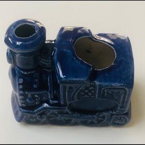 Ceramic vintage toothpick/match holder. Bin 2 WC